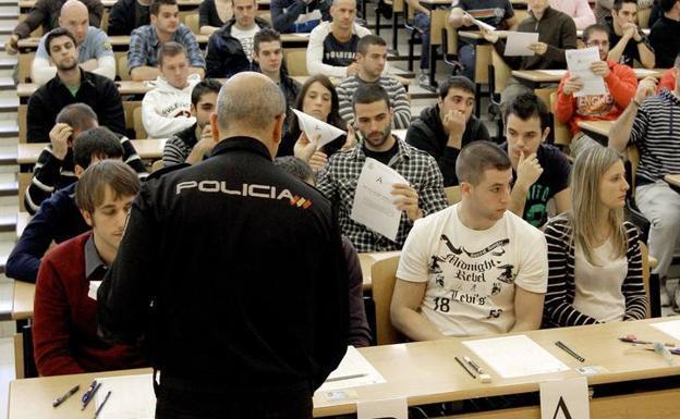 ¿Cómo se calcula la nota final en el examen de ingreso a Policía Nacional?